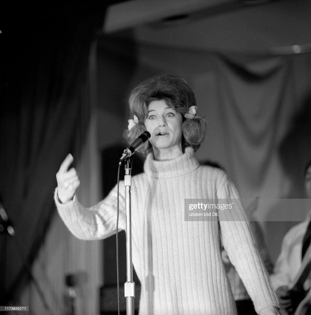 Sheila in Gstaad 1964   (Photo by ATP/RDB/ullstein bild via Getty Images)